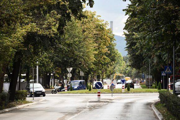 Нови асфалт и тротоари на више од 30 локација