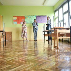 Обнова школа у Крупи и Колима