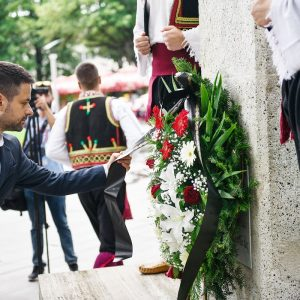 Положени вијенци на споменик Петру Кочићу