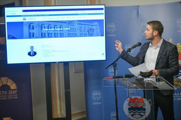 Имена и подаци из диплома запослених објављени на сајту Града