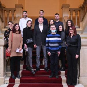 Градоначелник уручио прва рјешења за стипендије: Млади ће се враћати у овај град
