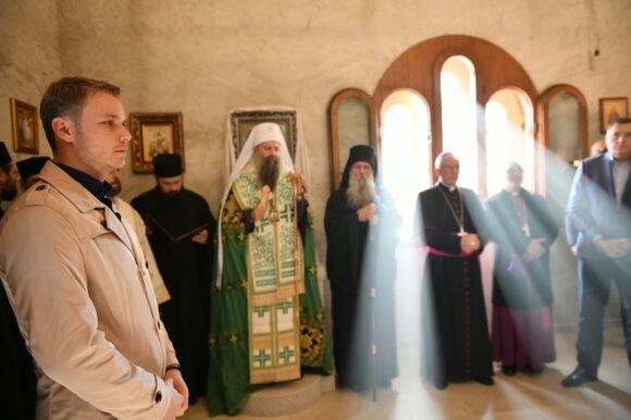 Градоначелник присуствовао молитви у Јасеновцу: Сусрет са патријархом Порфиријем