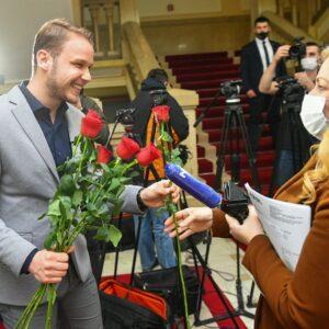 Ruže za novinarke i radniceu Gradskoj upravi