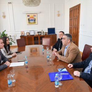 Градоначелник разговарао са представницима синдиката управе