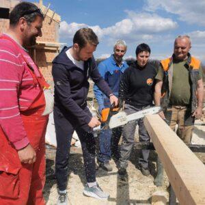 Градоначелник своју трећу плату преусмјерава породици Бојанић, учествовао и у радној акцији