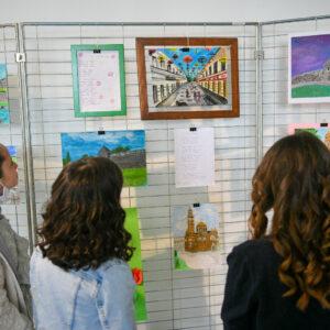 Изложба ученичких радова: Најмлађи показали како виде свој град