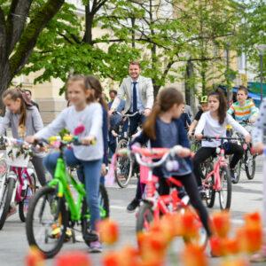 Малишани на дружењу са градоначелником: Возили бицикл и учили о здравој животној средини
