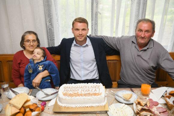 У духу празника: Градоначелник обишао неколико бањалучких породица