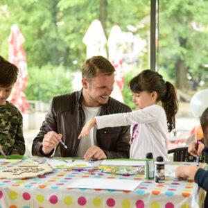На Међународни дан породице градоначелник потврдио: Основци од септембра добијају бесплатне уџбенике