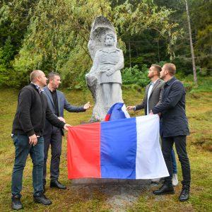 Градоначелник присуствовао откривању Спомен-кипа Споменку Гостићу