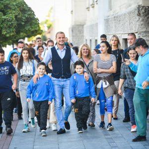 Подршка ромској популацији: Градоначелник у куповини школског прибора са малишанима