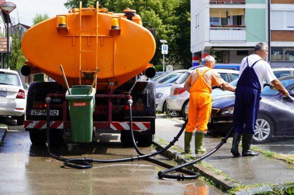 U toku čišćenje ulica i uređenje zelenih površina na području grada