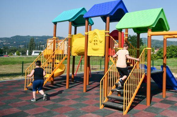 Дјечије игралиште за малишане у Бронзаном Мајдану