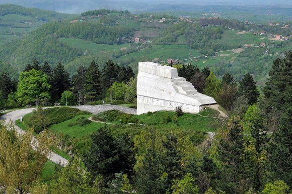 45.000 КМ за санацију степеница код споменика на Бањ брду