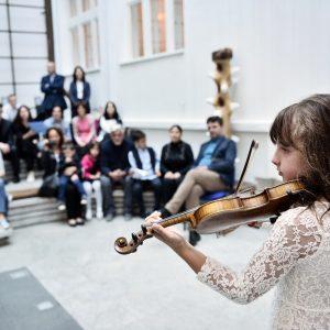 Ученици Музичке школе наступили у атријуму Градске управе