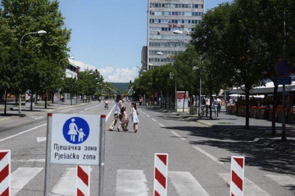 Централна градска улица током викенда пјешачка зона