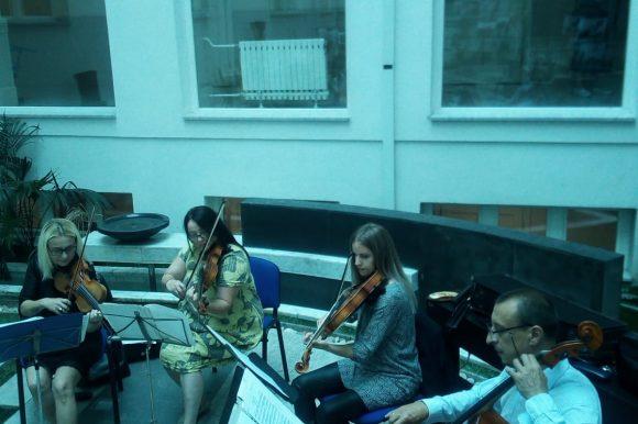 Бањалучки гудачки квартет одржао концерт у атријуму
