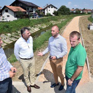 Уз рјечицу Широку: Изграђена нова пјешачка стаза у Дервишима