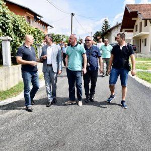 Нови асфалт и расвјета у Мотикама