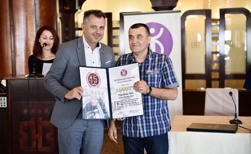 Градоначелнику плакета Удружења дистрофичара регије Бања Лука