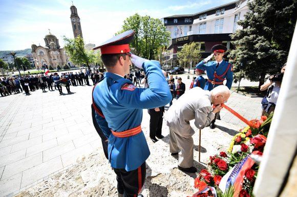 Поводом Дана града: Положени вијенци на Тргу палих бораца