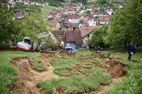 Први извјештаји: 18 објеката оштећено у поплавама