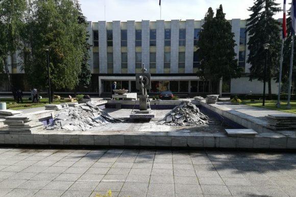 Санација фонтане испред Народне скупштине