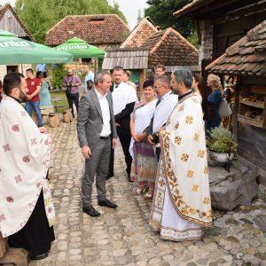 """Освештана црква у етно селу """"Љубачке долине"""""""