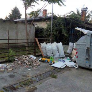"""""""Грађанска патрола"""": Отпад одлажу поред контејнера"""