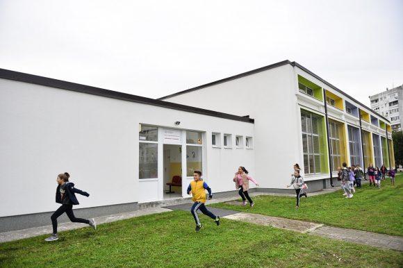 Нови кров за школу у Борковићима, радови и на згради ШУП-а