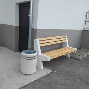Постављене нове клупе и корпе