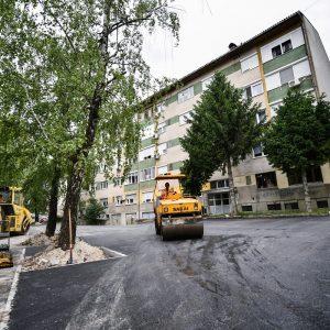Обилићево: Асфалтиран паркинг у Улици Царице Милице